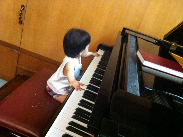 Miku24Mar2013-piano1-blog.JPG