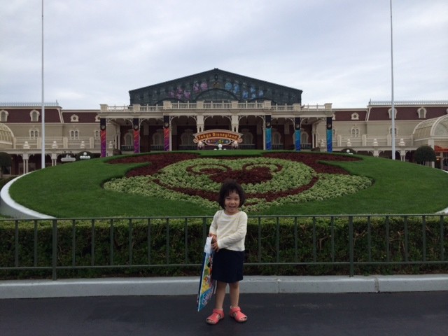 Miku_Disneyland_Entrance_140709.JPG
