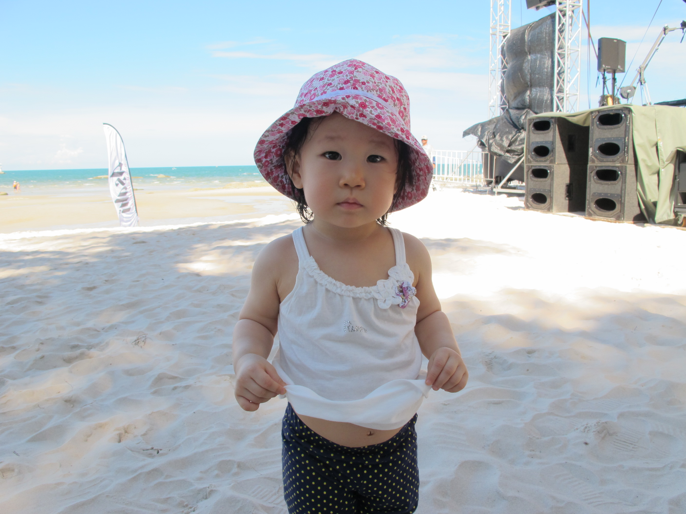 Miku_HuahinBeach_01June2013_1.JPG
